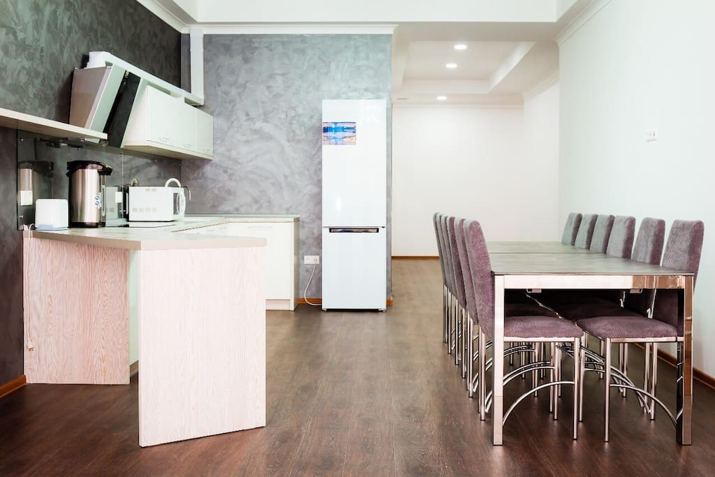 The kitchen with all of the amenities needed for your comfort. Кухня со всеми удобствами