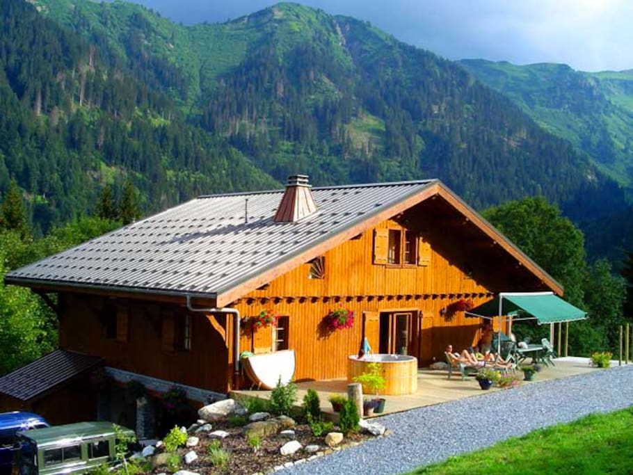 Uninterrupted views of surrounding mountains - property is 10,000 sq. m.