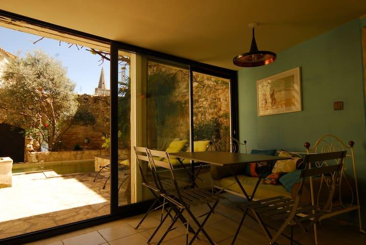 Charmant T2 avec terrasse, piscine - Saint-Marcel-d'Ardèche - Casa