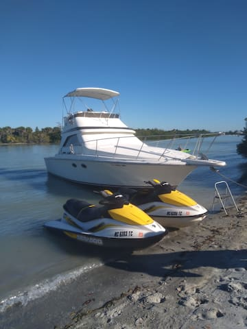 Floating Paradise/Entire Boat/Charter Available