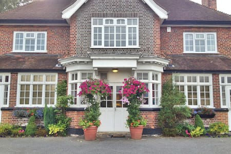 Single Room B&B - Surrey - Bed & Breakfast