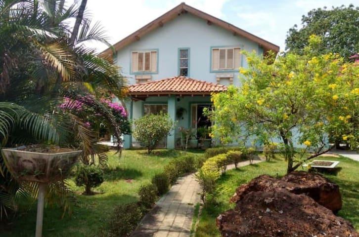 Linda casa de Veraneio com jardim deslumbrante!!!