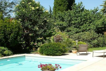 Belle maison sur Eguilles, proche d'Aix en Pce - Éguilles