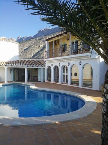 beautifull  private villa - อัลเตอา - วิลล่า