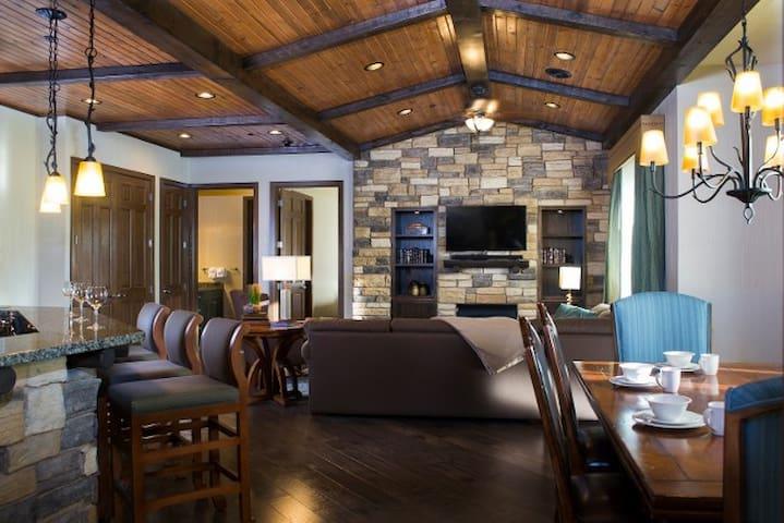 Glacier canyon 4 bedroom presidential condominiums for - Glacier canyon lodge 2 bedroom deluxe ...