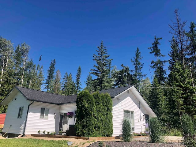 Mountain Cottage Retreat near Silver Star BC