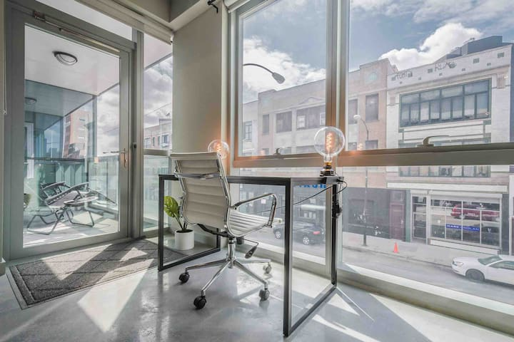 MODERN 1Bed+Den loft w/ skyline views rooftop (WB)