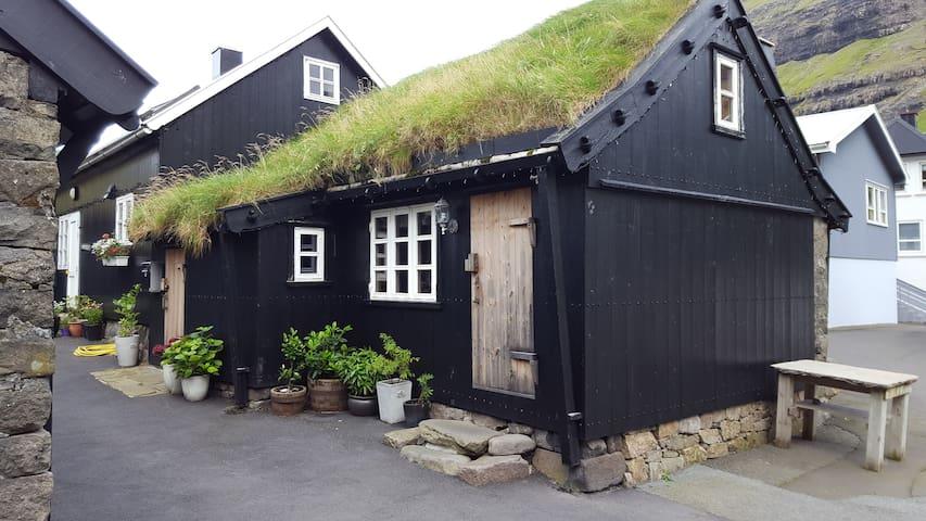 ROMANTIC old house in Tjørnuvík - Tjørnuvík - Casa de campo