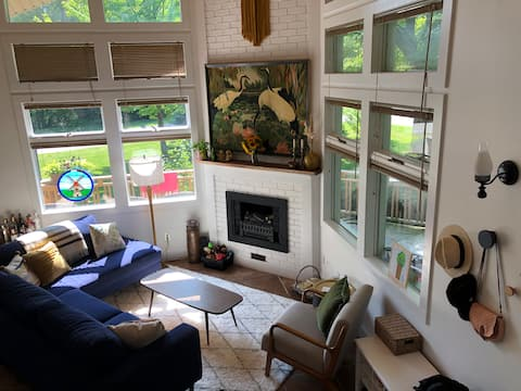 The ChaHo, a modern and cozy cottage! NEW LISTING!