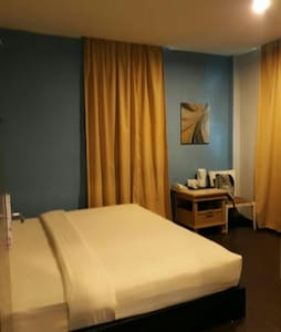 Standard Queen (private room&bath) - Kota Kinabalu