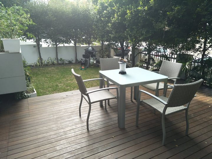 Apartment with backyard in the heart of Crows Nest