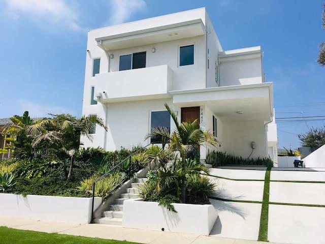 Castillo Del Rey in Silicon Beach!