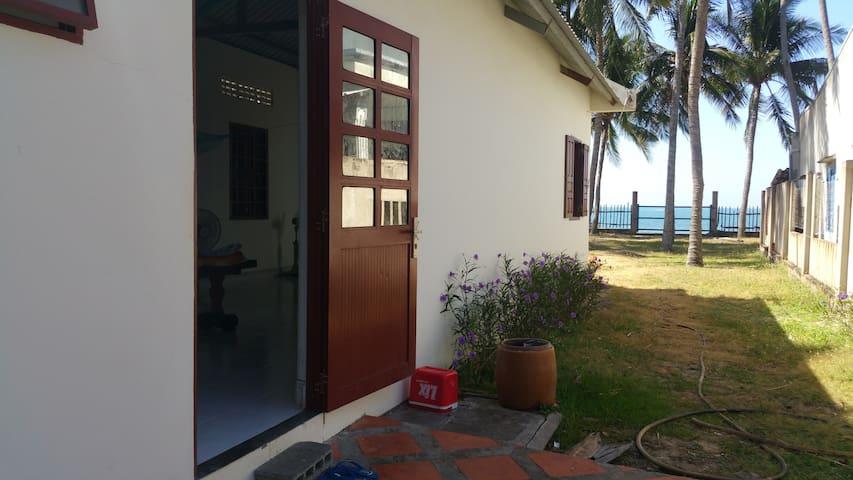 Beach house in Mui Ne. SEA VIEW. Great w/ kids