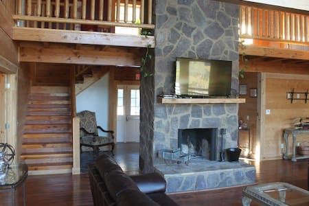 Spacious Secluded luxurious cabin - Ringgold - Blockhütte