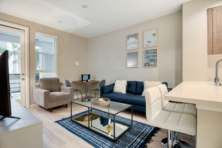 Elegant 1BR in Glendale with Resort-style Pool