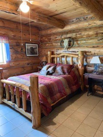 Main Western Bedroom Queen Bed