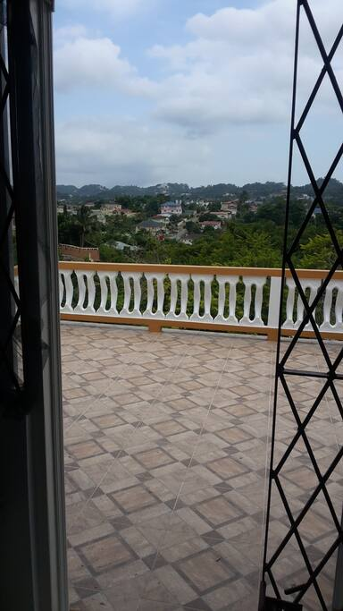 Adjoining bedroom deck.beautiful view; cool days and cooler evenings
