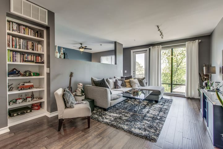 2 bedroom - open concept, steps from trendy Uptown