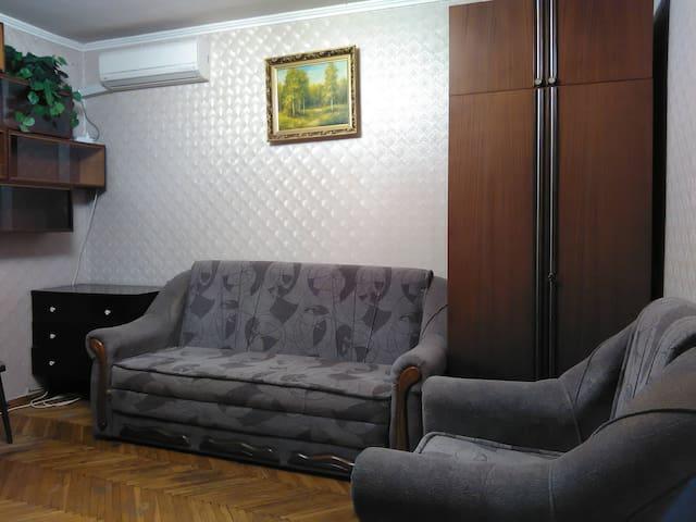 Excellent 2 room apt, air condition