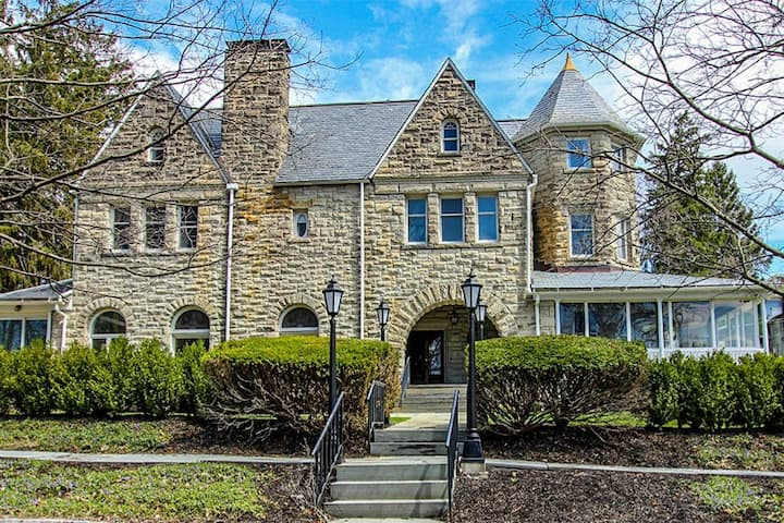 Historic 7 Bedroom Mansion at Fountain Place