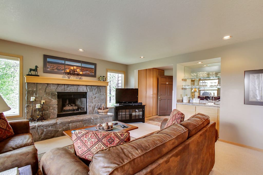 Couch,Furniture,Fireplace,Hearth,Dining Room