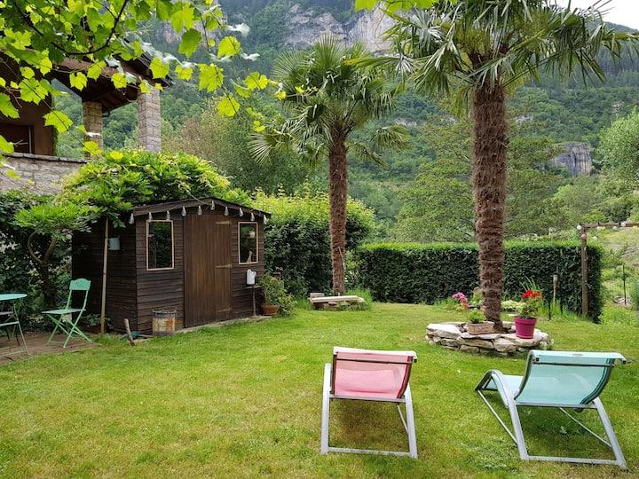 Gîte SAINTE ENIMIE avec jardin