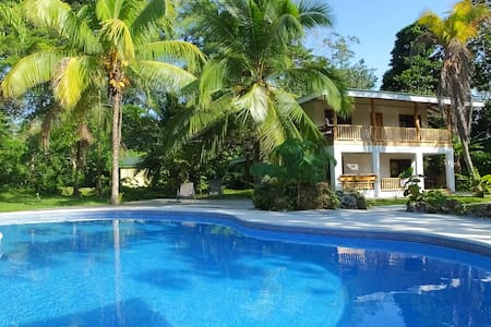 Casa del Morpho Azul. A/C . Private house and pool