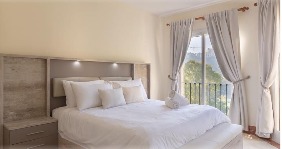 ★LUXURY 3 BR - 10 MIN TO BEACH & PUERTO BANUS★