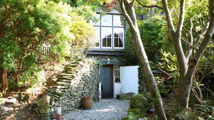 Wisteria Cottage Studio