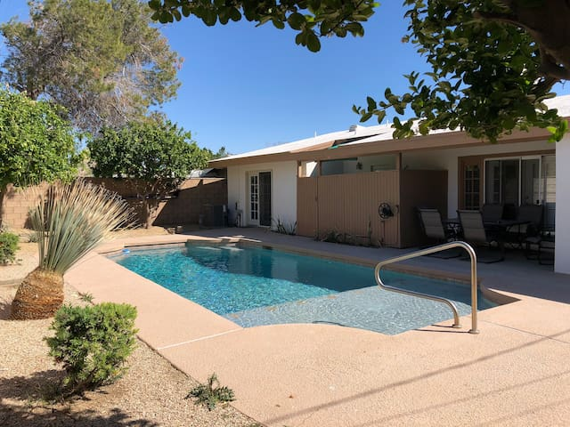 Coachellafest Country style home walking distance