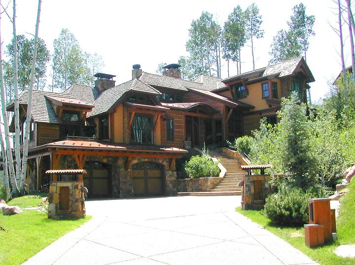 Two Creeks Retreat: Magnificent Mountain View