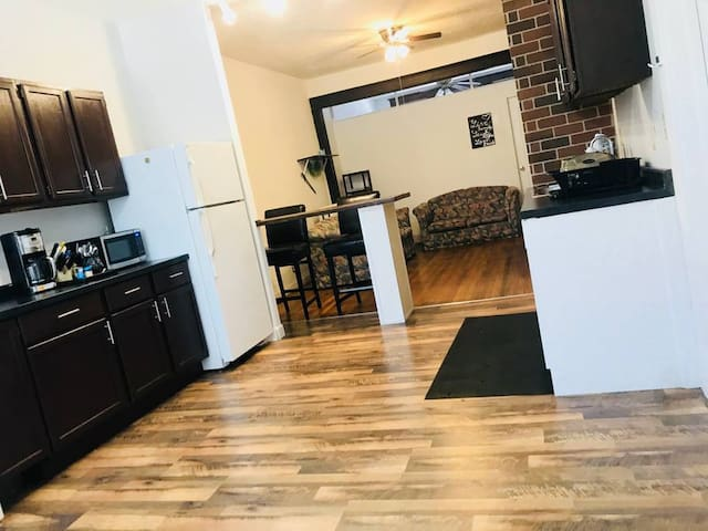 2bed House Close to Train in Lakeview