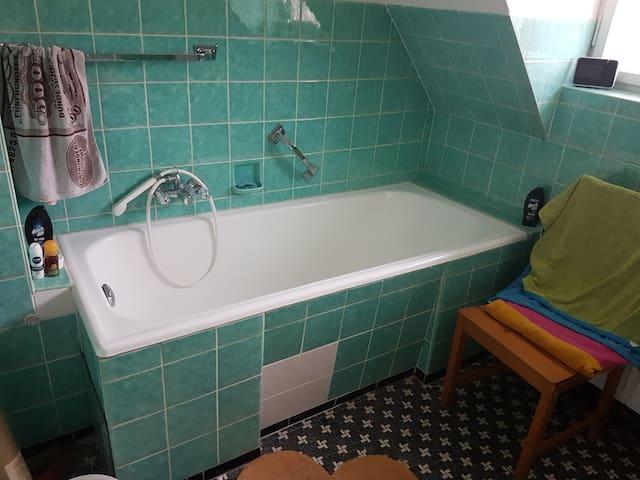 Bad mit Badewanne ohne Dusche