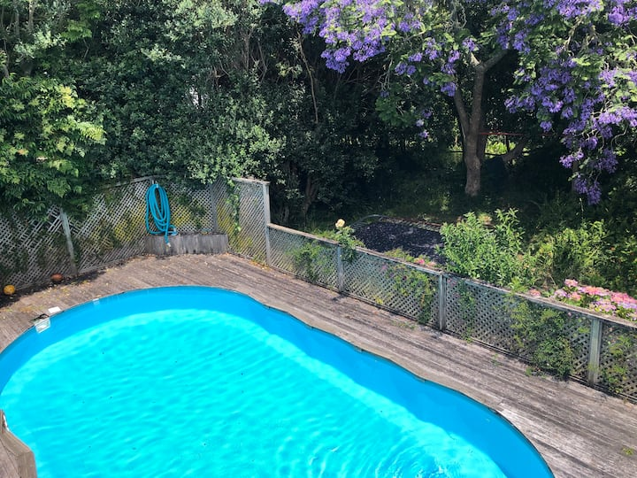 Large family home with pool in Glendowie