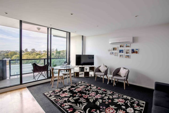 Stunning river views, Church/Chapel street, MCG