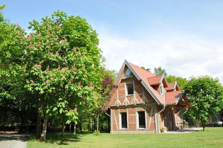 Neubau -Fachwerk-Lehmhaus  mitten in der Natur