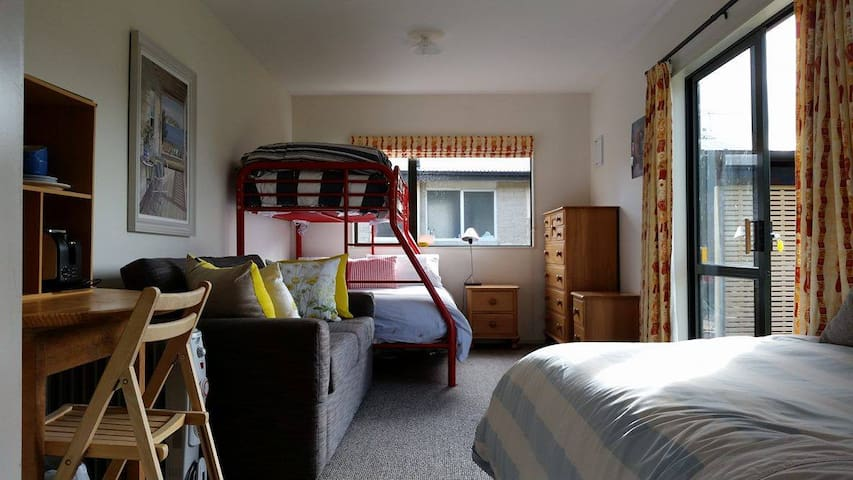 Cosy Studio Close to Town - Wanaka