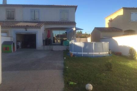 Maison Villa avec Piscine et Spa - Jonquières-Saint-Vincent