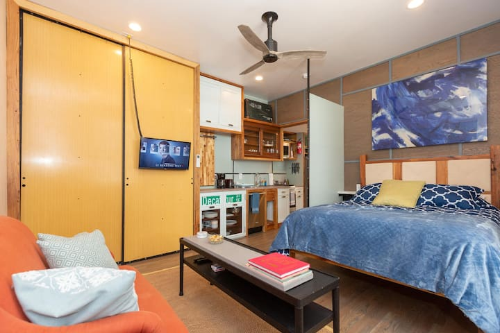 New List! Chic Full Studio 4 miles to Downtown!