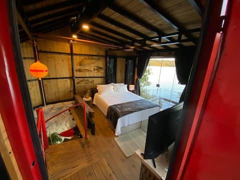 """Casa """"Tiny House"""" Barco às margens Lago Paranoá"""
