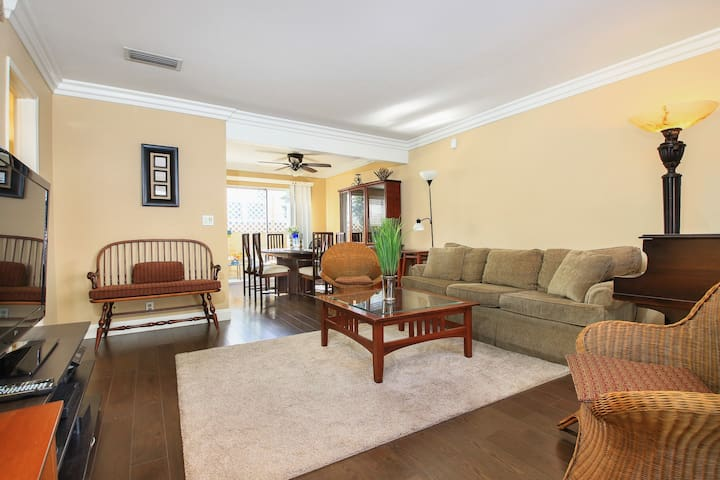 MONROVIA/ARCADIA Fully Furnished Month 2 Month