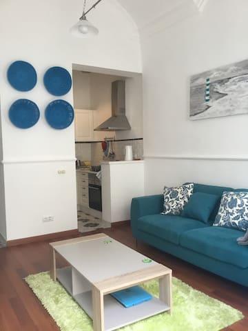 Stunning 2 bed 2 bath cottage in great location - Olhão - Dům