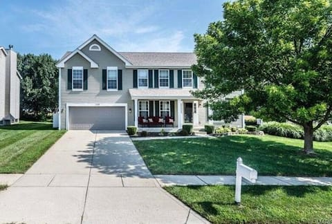 Gorgeous, Spacious, 4 Bedroom - Great Location!