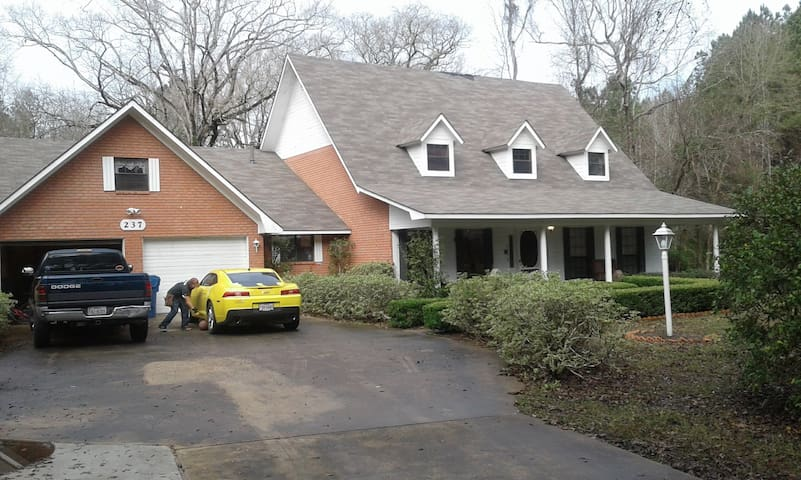 Private BD/BTH, peaceful porches!!! - Pineville - Huis