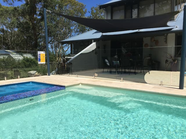 Pool and spa and outside eating area on front verandah