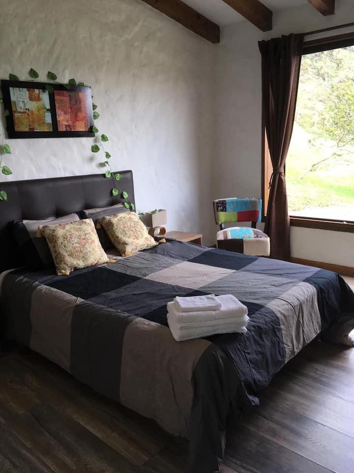 Habitacion privada en casa de familia