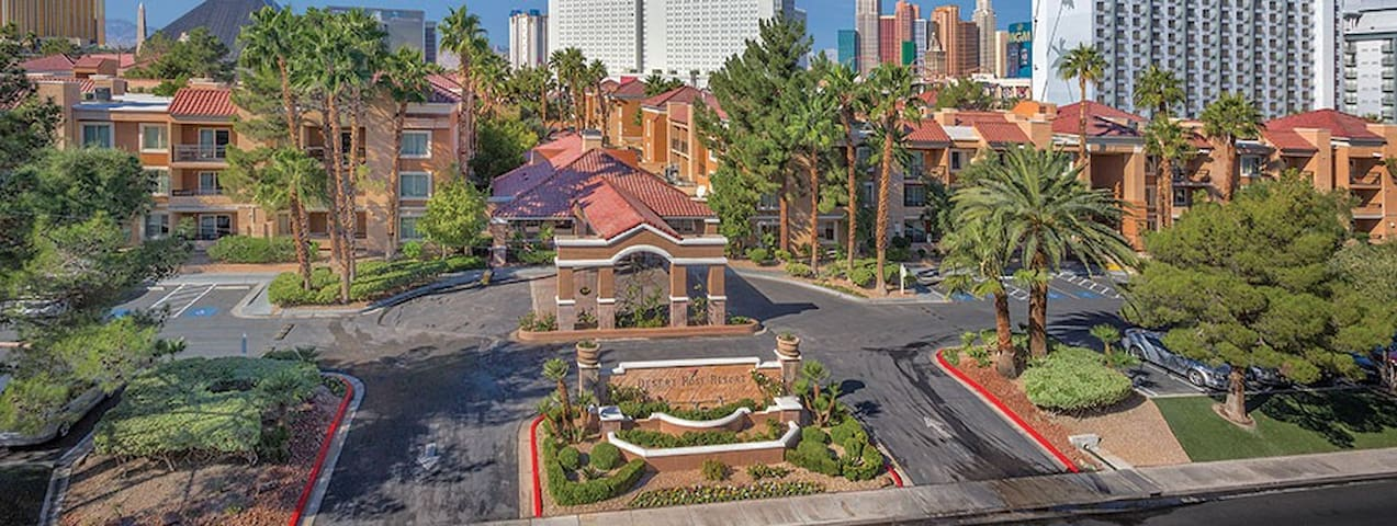 Relaxing Vegas Resort 1 bdrm suite near MGM Grand