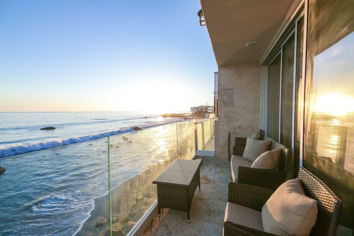 Beachfront Malibu Paradise w/ Sunset-View Balcony