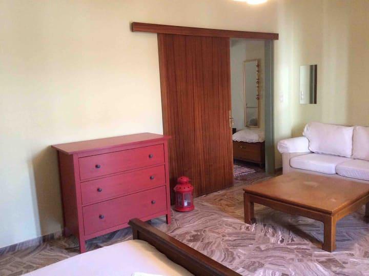 Δίκλινο δωμάτιο με διπλό κρεβατι
