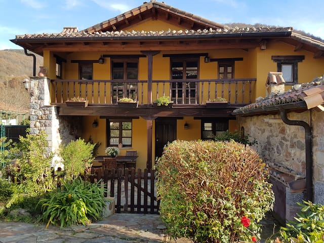 Casa de madera y piedra con hidromasaje, Asturias